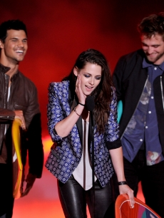 Taylor Lautner, Kristen Stewart, and Robert Pattinson accept the Ultimate Choice award onstage during the 2012 Teen Choice Awards at Gibson Amphitheatre in Universal City, Calif. on July 22, 2012