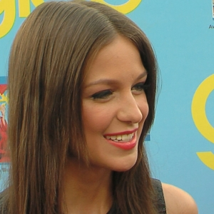 Melissa Benoist Makes A Splash On Glee Season 4