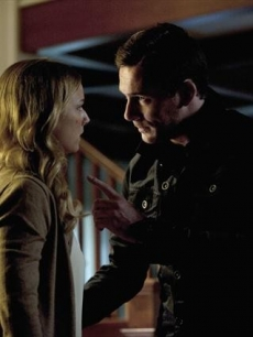 Barry Sloane as Aiden Mathis and Emily VanCamp as Emily Thorne in 'Revenge'