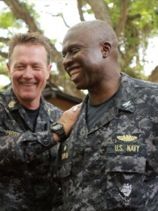Robert Patrick (Master Chief Prosser) with Andre Braugher (Capt. Marcus Chaplin) on the 'Last Resort' set