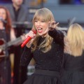 Taylor Swift peforms at ABC News' Good Morning America Times Square Studio in New York City on October 23, 2012