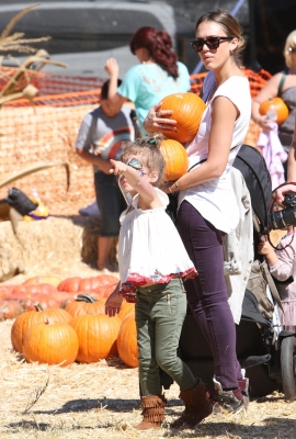 Jessica Alba, accompanied by her daugheters Honor and Haven, make a stop at Mr. Bones Pumpkin Patch in Los Angeles on October 14, 2012