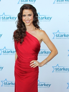 Shannon Elizabeth walks the red carpet before the 2012 Starkey Hearing Foundation's 'So the World May Hear Awards Gala on August 4, 2012 in St. Paul, Minnesotta