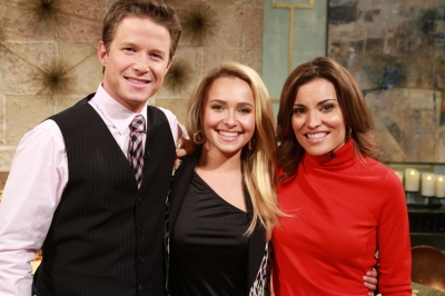 Hayden Panettiere is all smiles with Billy Bush and Kit Hoover on the set of Access Hollywood Live on November 7, 2012