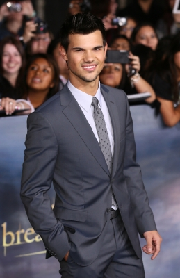 Taylor Lautner arrives at the 'The Twilight Saga: Breaking Dawn - Part 2' Los Angeles Premiere at Nokia Theatre L.A. Live on November 12, 2012 in Los Angeles