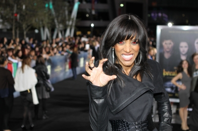 "Access' Shaun Robinson gets into the vampire spirit at the ""The Twilight Saga: Breaking Dawn — Part 2"" Hollywood premiere!"