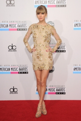 Taylor Swift looks beautiful in her creme dress as she attends the 40th American Music Awards at the Nokia Theatre on November 18, 2012 in Los Angeles