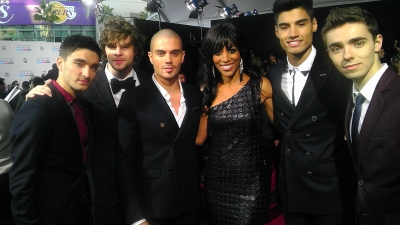 Access Hollywood&#8217;s Shaun Robinson with The Wanted at the AMAs, Los Angeles, Nov. 18, 2012