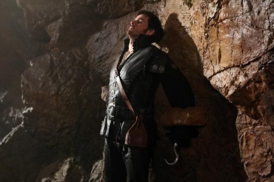 Colin O'Donoghue chained up again as Capt. Hook on ABC's 'Once Upon A Time'