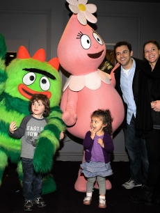 Fred Savage, his wife Jennifer Lynn Stone, and children Oliver and Lily greet characters of YO GABBA GABBA! @ KIA PRESENTS YO GABBA GABBA! LIVE! THERE'S A PARTY IN MY CITY produced by S2BN Entertainment in association with The Magic Store and W!LDBRAIN Entertainment at Nokia L.A. LIVE on November 26, 2010