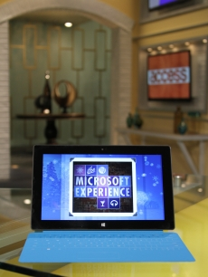 Access Hollywood and Microsoft team up for the launch of Windows 8