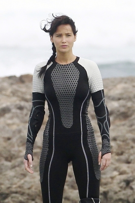 Jennifer Lawrence strikes a pose on the set of 'The Hunger Games: Catching Fire' in Hawaii on November 26, 2012