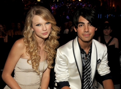 Taylor Swift and Joe Jonas dated in summer of 2008 forming one of music&#8217;s favorite young couples. However, things didn&#8217;t last very long after Joe reportedly broke up with Taylor over a phone call