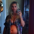 Jessica Simpson shows off her baby bump on December 30, 2012