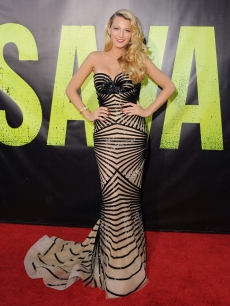 Blake Lively arrives at the Los Angeles Premiere 'Savages' at Mann Village Theatre on June 25, 2012 in Westwood, California