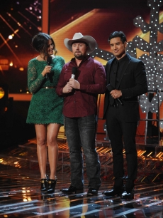 Tate Stevens is flanked by hosts Khloe Kardashian Odom and Mario Lopez on &#8216;The X Factor&#8217; Season 2 finale, Dec. 20, 2012