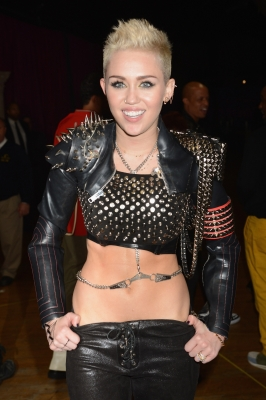 Miley Cyrus rocks out at &#8216;VH1 Divas&#8217; 2012 at The Shrine Auditorium on December 16, 2012 in Los Angeles