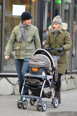 Hugh Dancy and Claire Danes spotted strolling through New York City on December 24, 2012