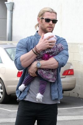 Chris Hemsworth is seen with daughter India Rose in Los Angeles on December 30, 2012