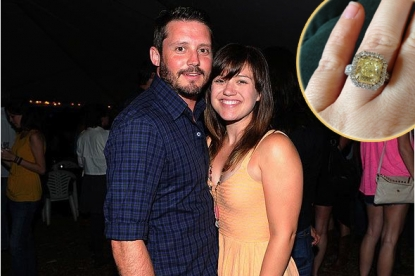 Brandon Blackstock, Kelly Clarkson; inset: Kelly's ring as seen on Twitter