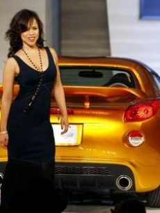Rosie Perez walks the runway with a Pontiac convertible