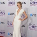 Taylor Swift arrives at the 2013 People's Choice Awards at Nokia Theatre L.A. Live on January 9, 2013 in Los Angeles