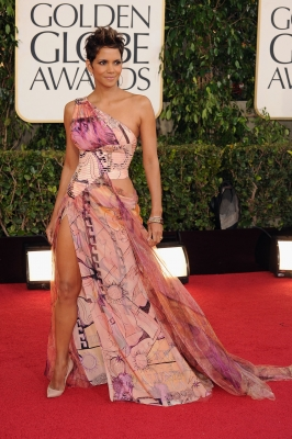 Halle Berry arrives at the 70th Annual Golden Globe Awards held at The Beverly Hilton Hotel on January 13, 2013 in Beverly Hills
