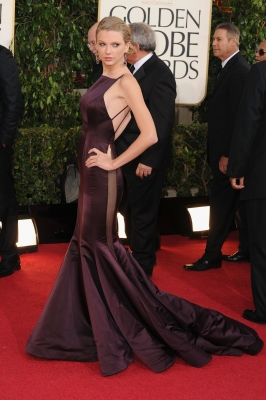 Taylor Swift arrives at the 70th Annual Golden Globe Awards held at The Beverly Hilton Hotel on January 13, 2013 in Beverly Hills