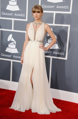 Taylor Swift arrives at the 55th Annual GRAMMY Awards at STAPLES Center on February 10, 2013 in Los Angeles