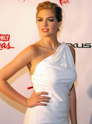 Kate Upton arrives at the 'Club SI Swimsuit' hosted by Sports Illustrated and The LVCVA at 1 OAK Las Vegas at The Mirage Hotel & Casino on February 14, 2013 in Las Vegas