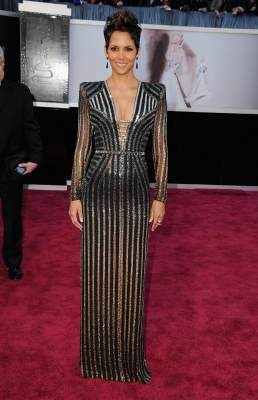 Halle Berry arrives at the Oscars held on February 24, 2013 in Hollywood, Calif.