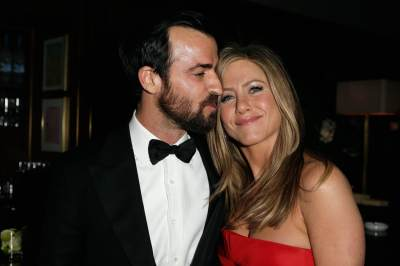 Justin Theroux and Jennifer Aniston attend the 2013 Vanity Fair Oscar Party hosted by Graydon Carter at Sunset Tower on February 24, 2013 in West Hollywood, Calif.