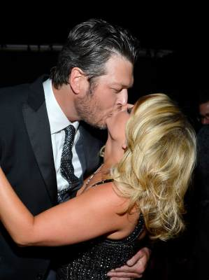Blake Shelton and Miranda Lambert share a kiss at the 48th Annual Academy of Country Music Awards at the MGM Grand Garden Arena on April 7, 2013 in Las Vegas