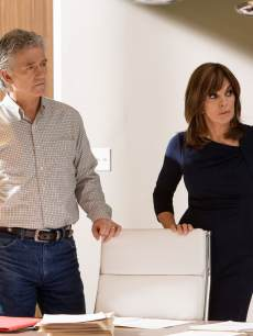 Patrick Duffy and Linda Gray in 'Dallas'