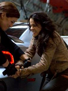 Gina Carano and Michelle Rodriguez in 'Fast & Furious 6'