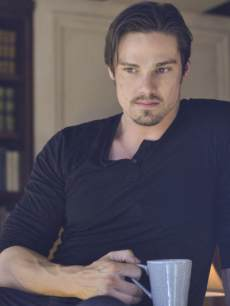 Jay Ryan as Vincent in the 'Never Turn Back' episode of 'Beauty and The Beast'