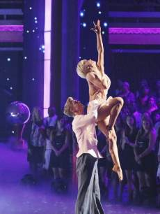 Kellie Pickler and Derek Hough perform a freestyle on the 'Dancing' finals, May 20, 2013