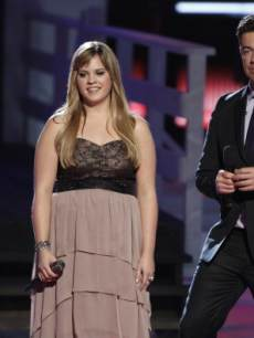 Holly Tucker and Carson Daly on 'The Voice'