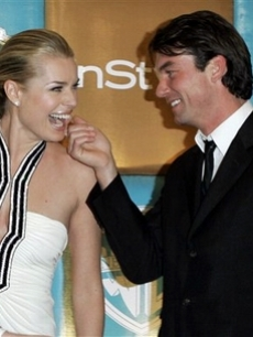 Rebecca Romijn and Jerry O'Connell flirt on the InStyle arrival line