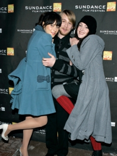 Zoe Deschanel and Jena Malone cozy up to Lou Taylor Pucci
