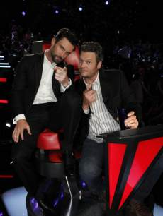 The bromance continues: Adam Levine and Blake Shelton strike a pose during 'The Voice' finale, June 18, 2013