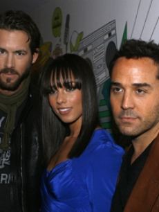Piven, Jeremy - Alicia Keys - Ryan Reynolds MTV TRL 1 23 '07 AP 1