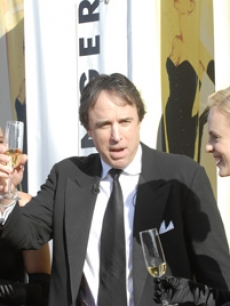 Kevin Nealon kicks off the red carpet ceremony...