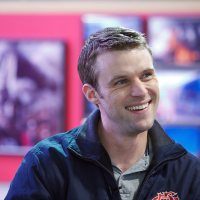 Chicago Fire Star <a class=\'celebLink\' href=\'/details/star/11663/jesse-spencer\'><i class=\'icon-star\'></i>Jesse&nbsp;Spencer</a> Helps Save Trapped Tourists