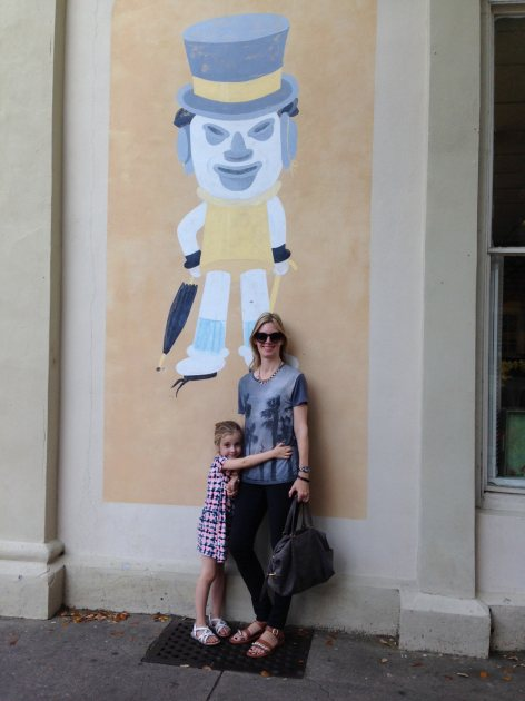Glam Slam's Ryan Patterson with daughter Harlow pose in front of 'Hat Man' in Charleston, S.C. (Access Hollywood)