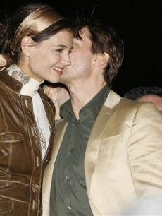 Tom Cruise whispers into Katie Holmes' ear