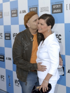 Marcia gets a red carpet kiss from Joe Pantoliano