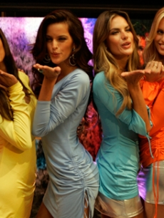 Selita, Izabel, Alessandra and Karolina blow kisses