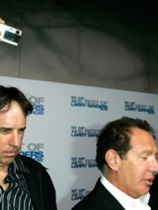Kevin Nealon snaps a pic of Shandling and Jeffrey Tambor!
