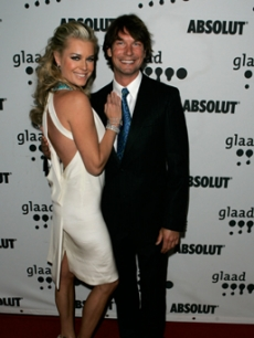 Hot Couple Rebecca Romijn & Jerry O'Connell strike a pose